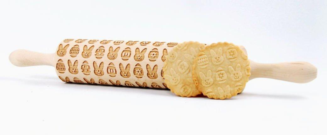 valjar z vzorcem kekse osterkekse piškoti rolling pin