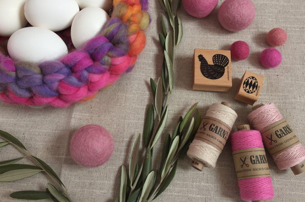 spring inspiration easter eggs rubber stamps bakers twine felt balls filzkugeln table setting perlenfischer garnundmehr
