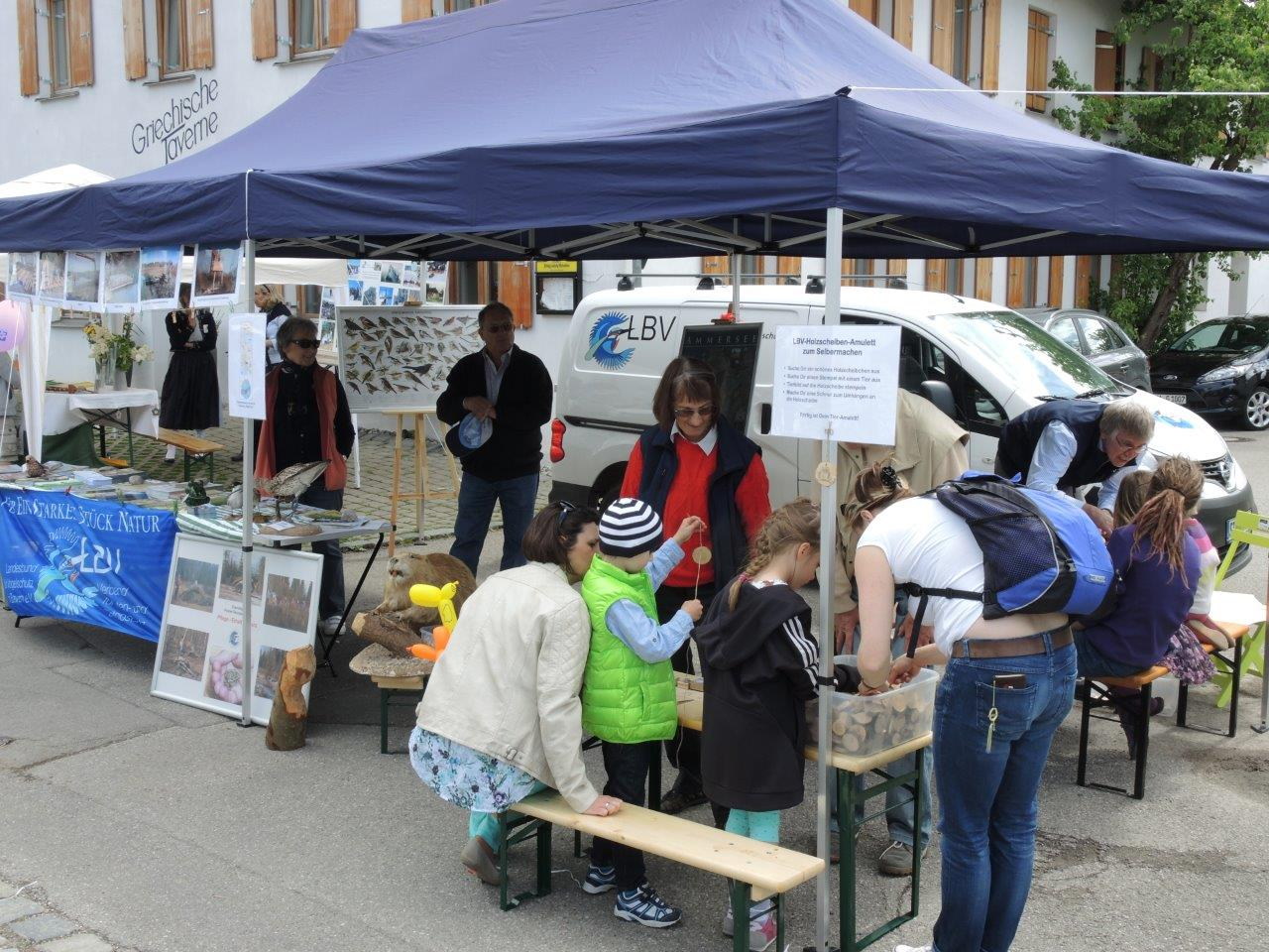 Öffentlichkeitsarbeit: LBV-Stand beim Marktsonntag in Inning
