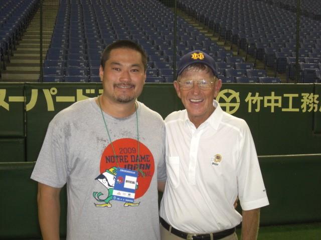 2009年にNORTE DAME JAPAN BOWLというノートルダム大学OBチームと日本代表との試合で、ノートルダム大学のサポートスタッフとして、憧れであったLou Holtz監督とのツーショット