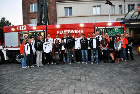 das Team mit Fanclubmitgliedern     in Leuna