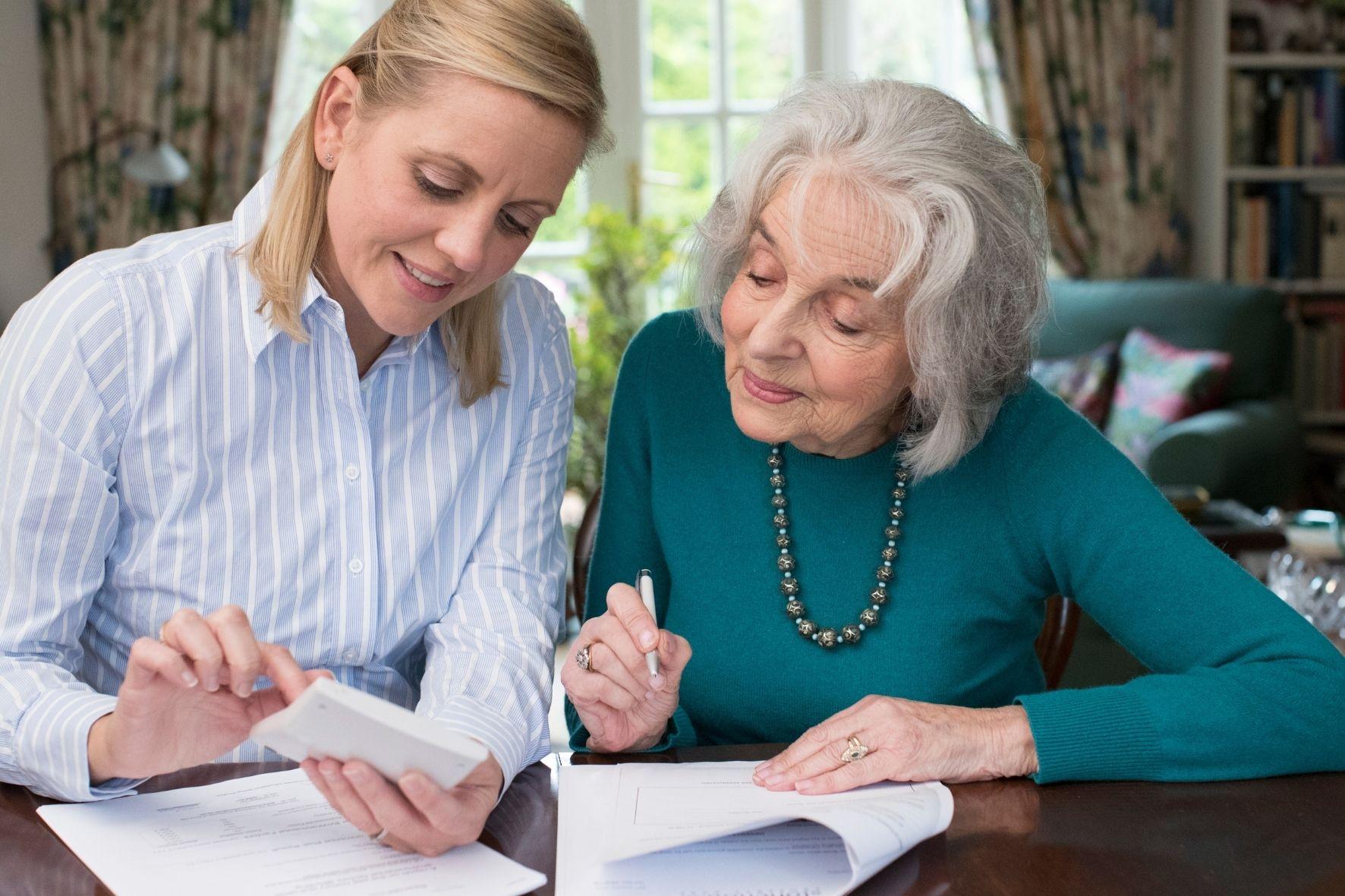 L'aide administrative aux personnes âgées : une solution pour préserver leur autonomie