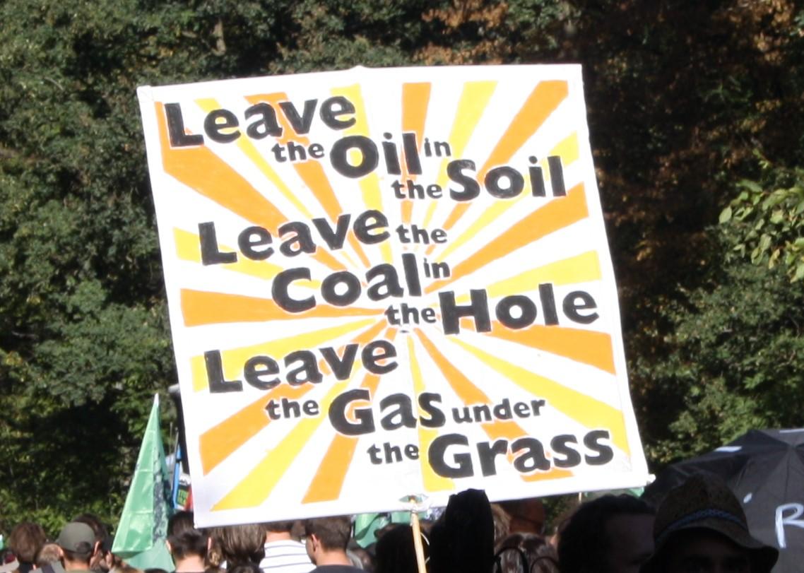 Lasst das Öl im Boden, lasst die Kohle im Loch, lasst das Gas unter dem Gras
