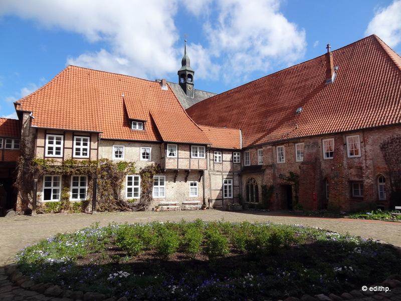 Kloster Lüne,  Innenhof mit Eingang zur Brunnenhalle