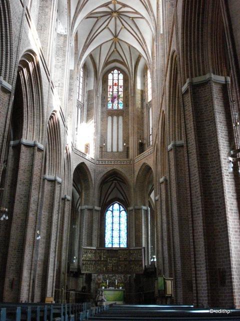 St. Nicolai, Säulenhalle