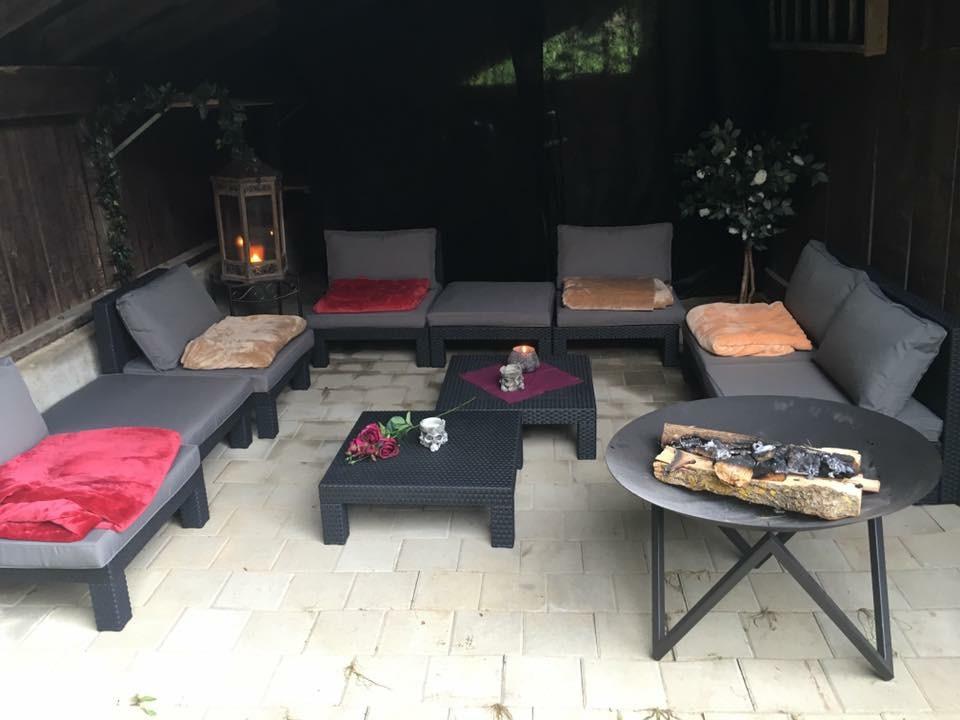 Gedeckte Raucher-Lounge
