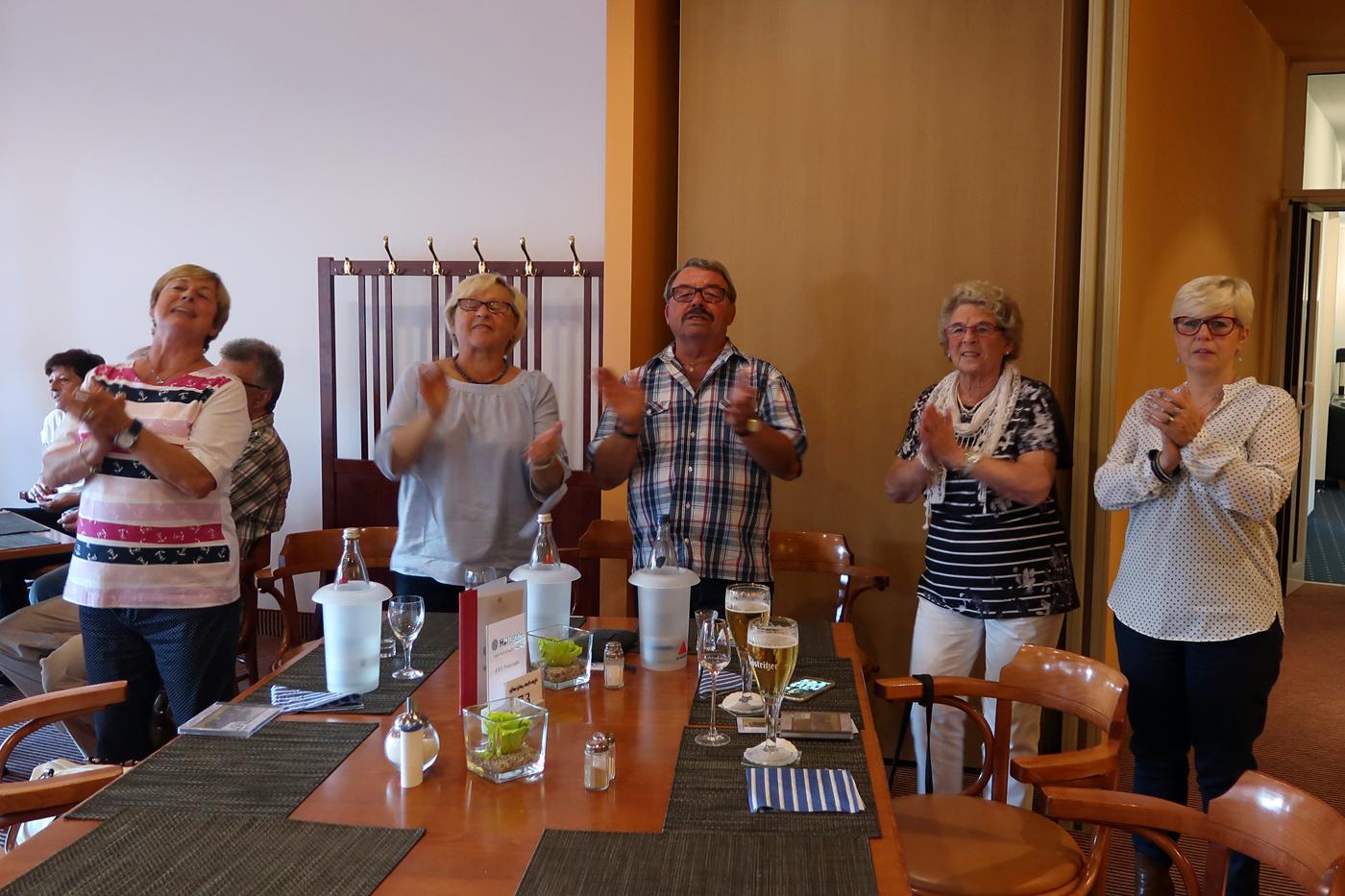 ....von links...Renate, Anneliese, Heinz, Elisabeth und Brigitte