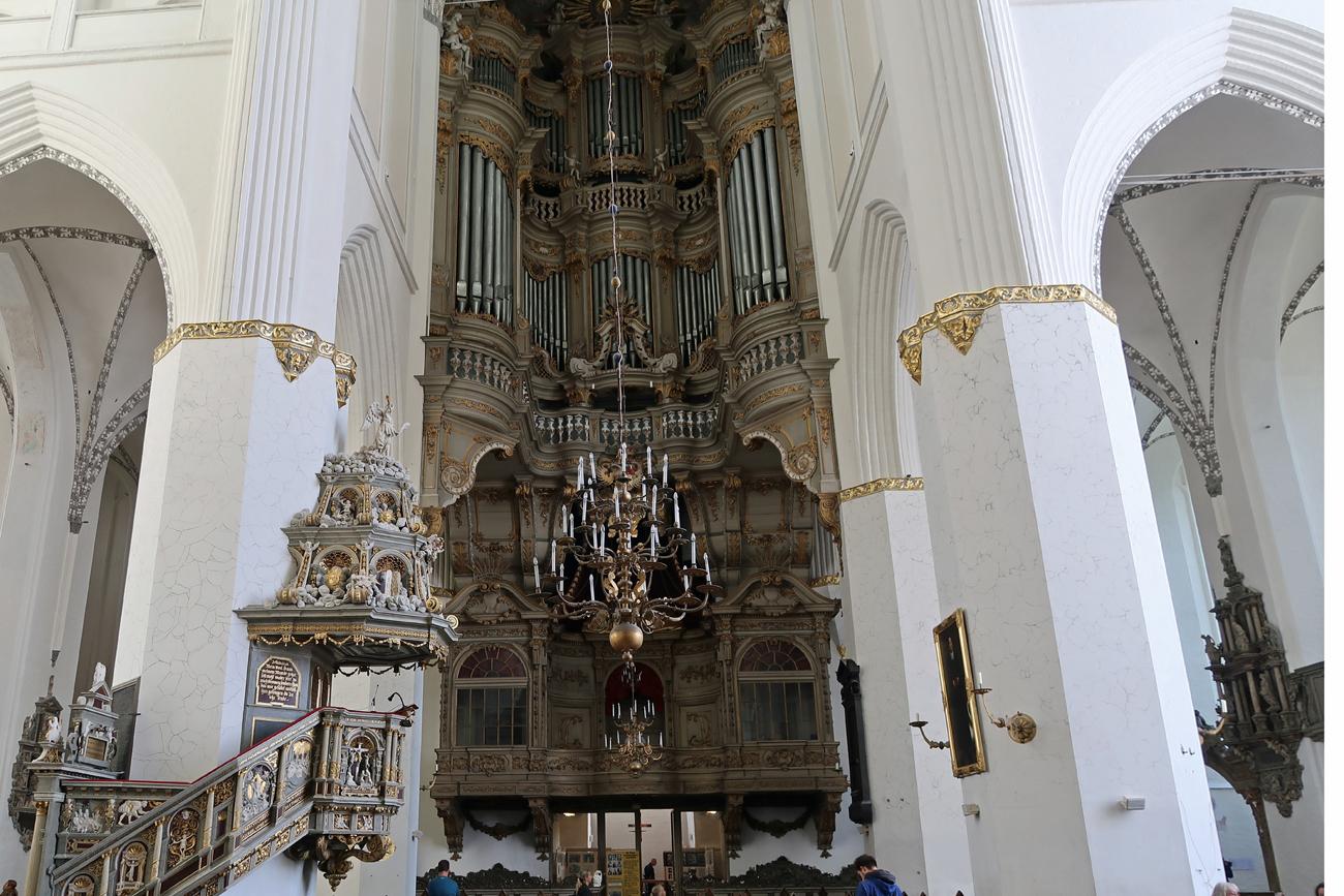 ....die gewaltige Orgel...