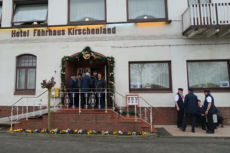 ....Hotel  Fährhaus Kirschenland - gleich geht es los.......