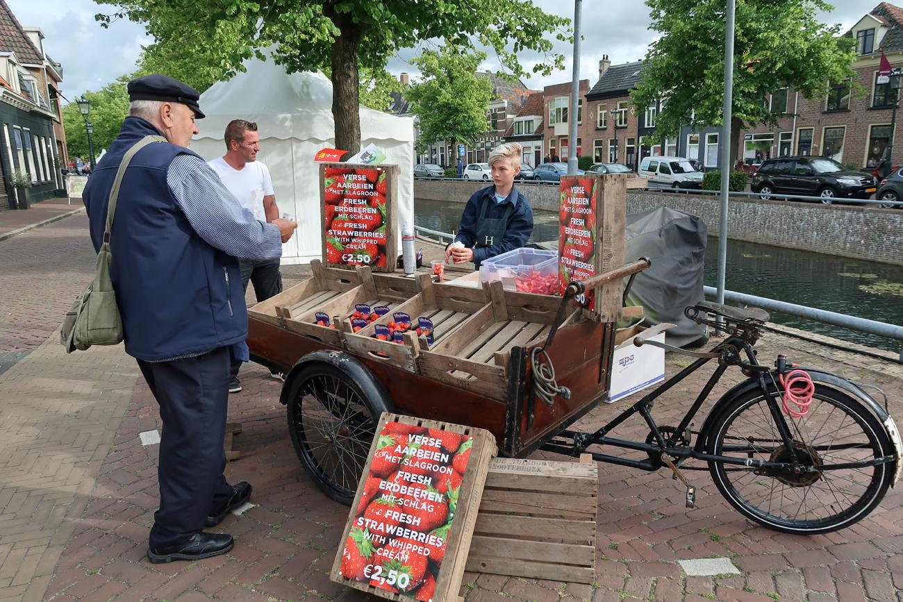 """Der """"kleine Niederländer verkaufte hier leckere Erdbeeren mit Sahne (alles ganz frisch)"""