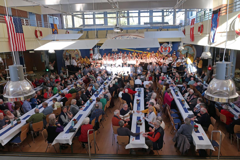 .....Der Heidjer Shanty-Chor aus Buchholz und Stader Hafensänger. Es war ein sehr schöner Tag -DANKE!!-