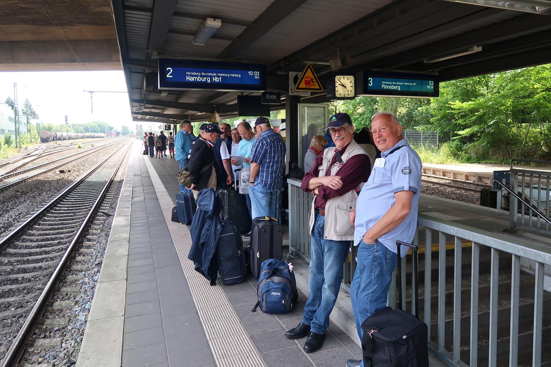 15.06.2017 - Am Stader Bahnhof. Wir warten auf dem Zug