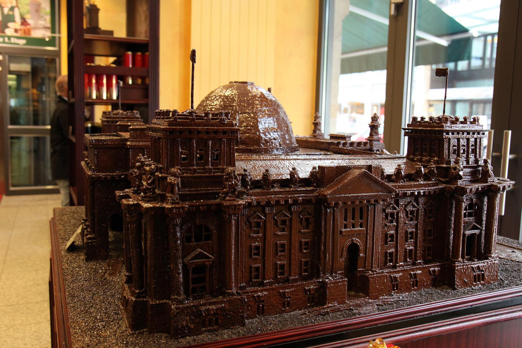 """""""Reichstagsgebäude"""" aus Schokolade - Chocolatiers - Fassbender & Rausch"""
