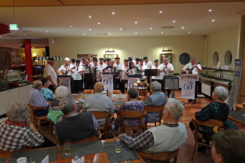 13.09.2017 - H+Hotel Stade - Reisegruppe aus Wetzlar (Hessen).....