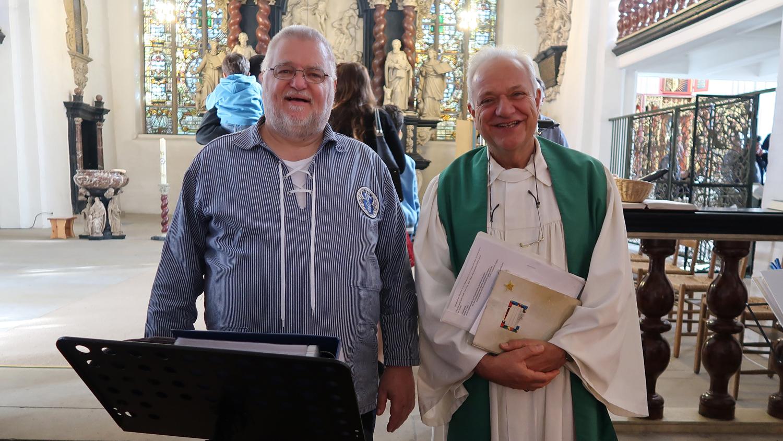 Hafensänger W. Klefke mit Pastor Dr. Ekkehard Heise