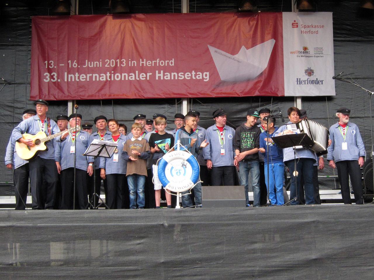 Auf der Bühne am Rathausplatz