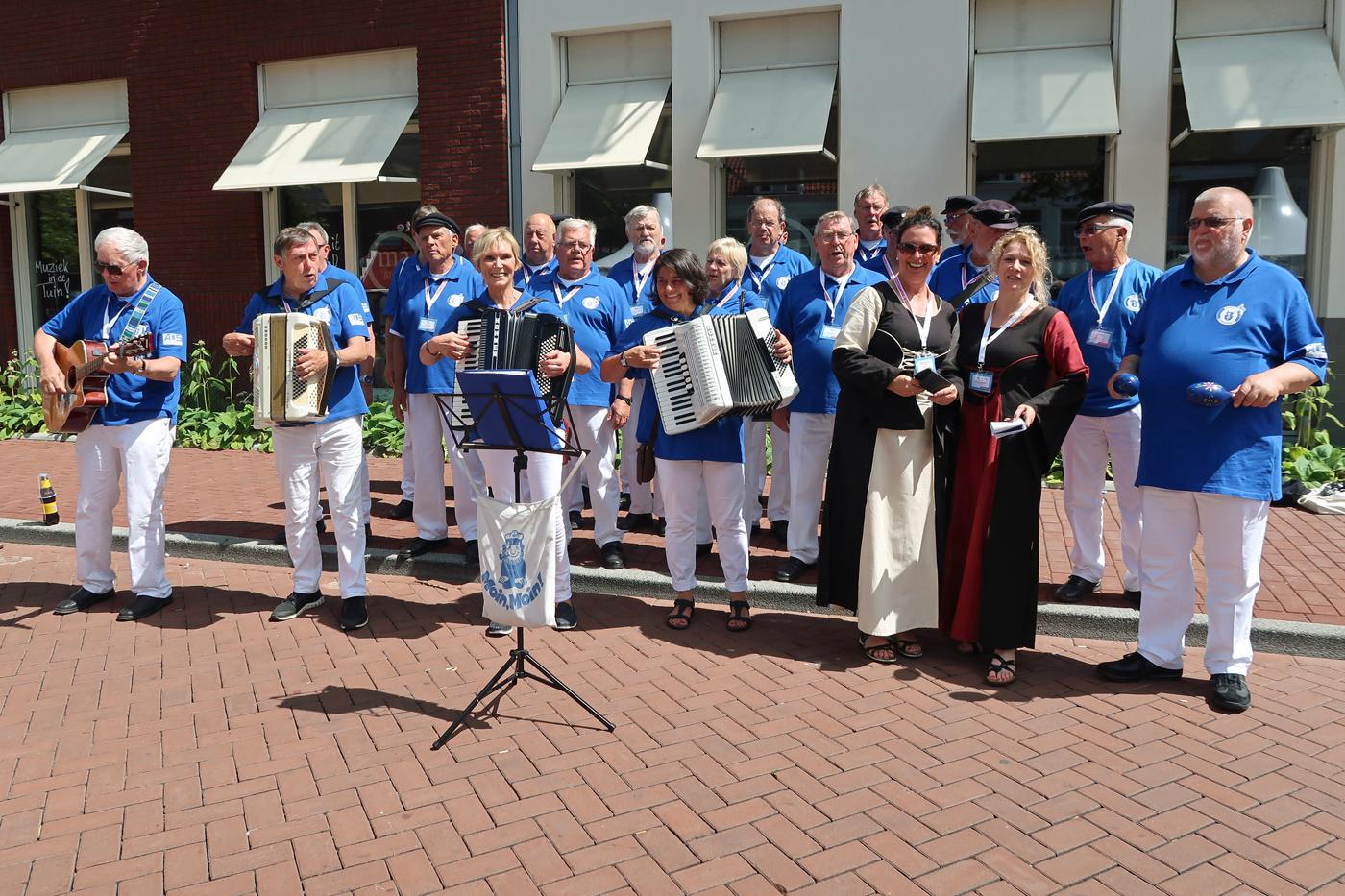 """gesungen haben wir auch am Hansestand """"Haltern am See """"und noch an viele andere Hanseständen und auf den Bühnen"""