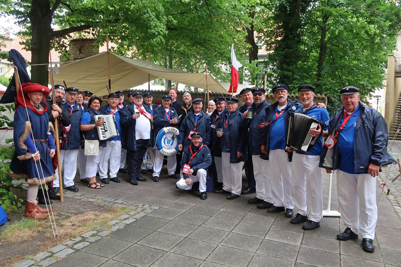 """...das Mittelalterlager""""nahe der St. Marienkirche - auch hier haben wir gesungen..."""
