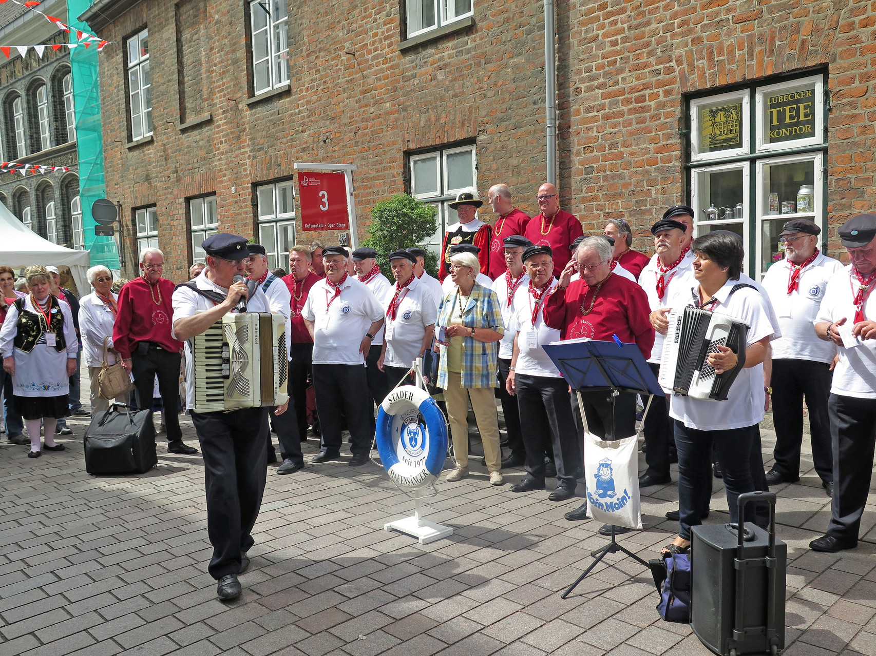 ..De Deventer Hanzezangers (NL), sangen mit uns gemeinsam...