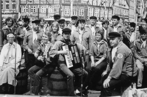 Bild: 1977 - Hafensänger am Fischmarkt in Stade