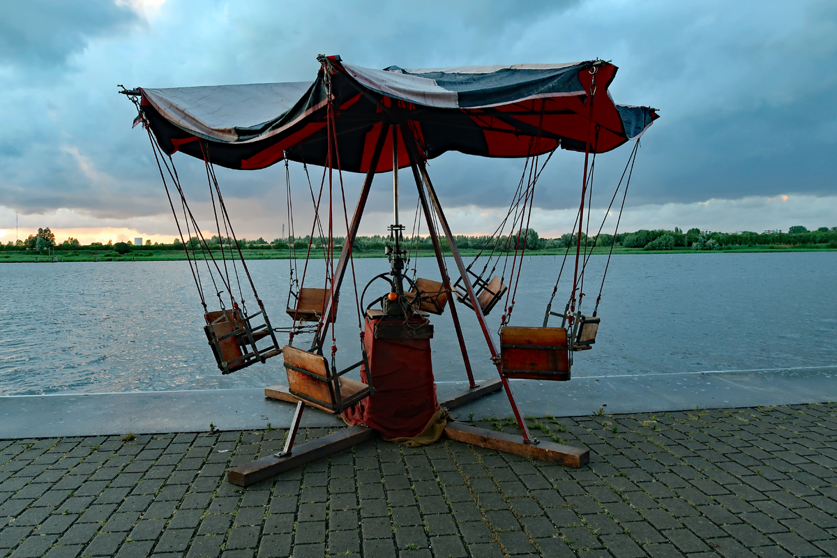 .....ein Kinderkarusell aus dem Mittelalter...