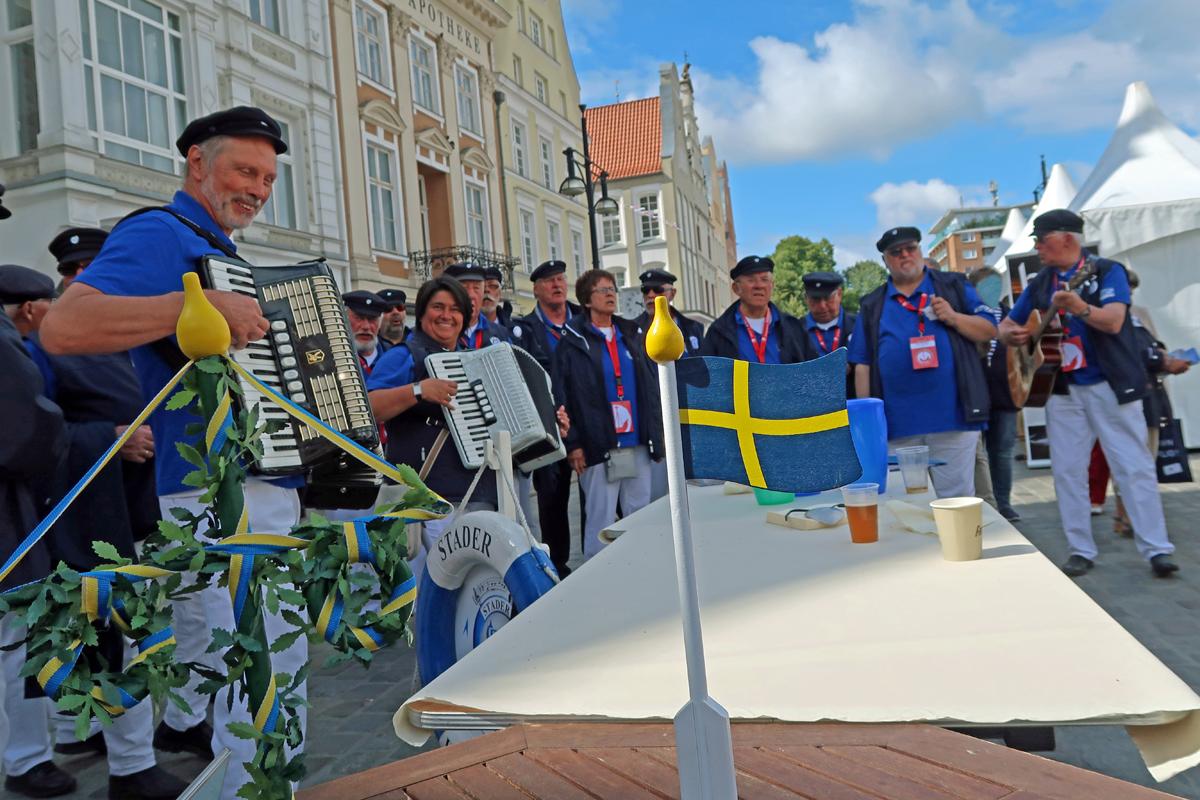 """....bei den """"Schweden"""" haben wir auch gesungen und das vor dem WM Spiel!....."""