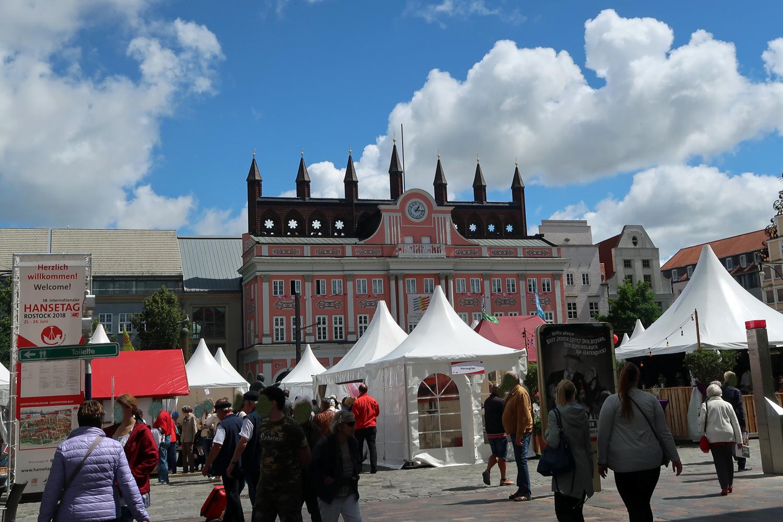 """...zur Eröffnung des Hansemarktes am """"Neuer Markt""""...."""