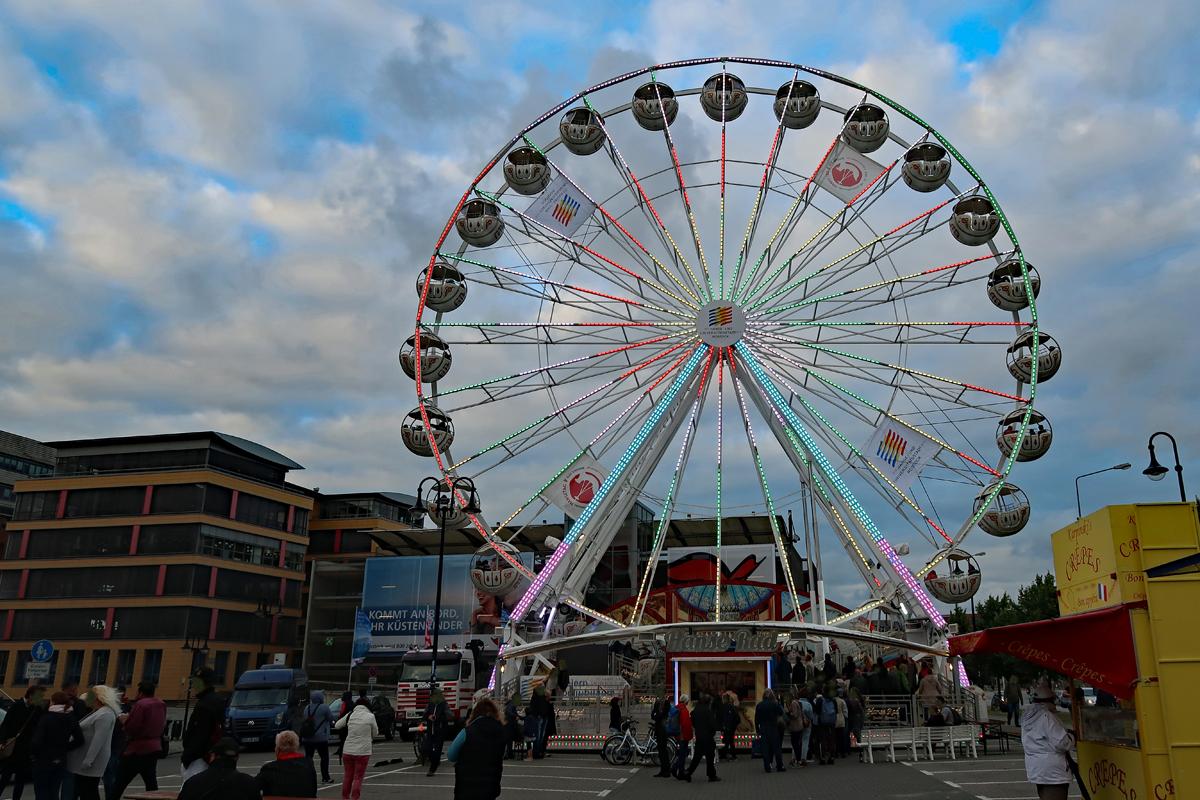 """..1. Rostocker Riesenradtreffen """"Rostock dreht auf""""  zum 800. Stadtgeburtstag ..."""