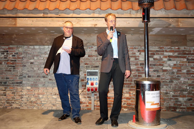 """Eröffnung der Spenden Übergabe  -li. Uwe Kowalt  Initator der Aktion """"Fair geht vor"""" mit  dem Bürgermeister aus Drochtersen, Mike Eckhoff..."""