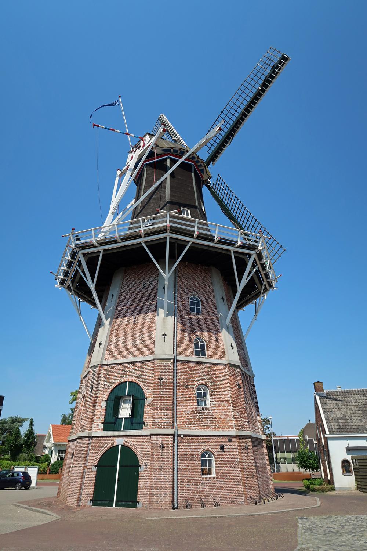 ..Mühle Edens (Baujahr 1763-1870) Die Kornmühle ist die älteste und höchste Windmühle der Provinz Groningen.