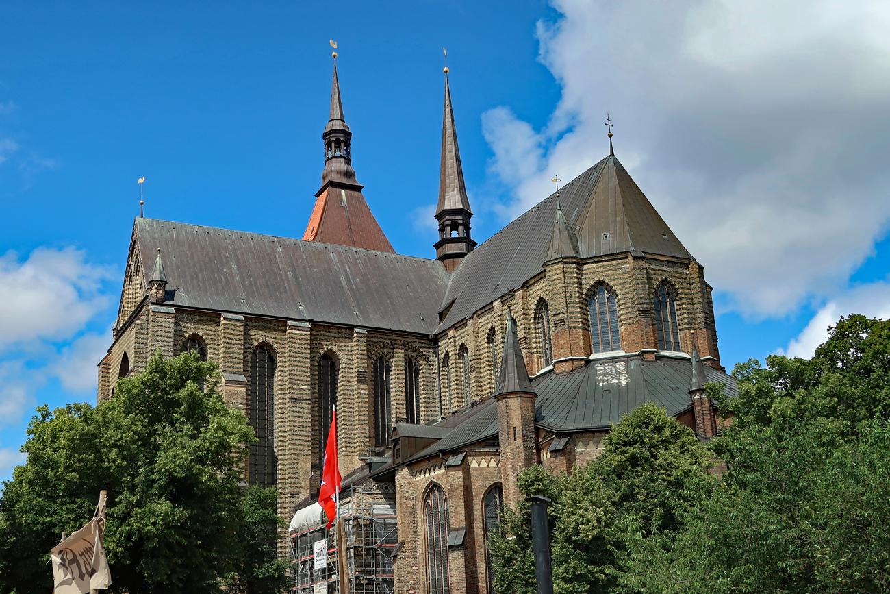 ....St. Marien ist Rostocks schönste und bedeutenste Kirche (1230) gotische Kirche...