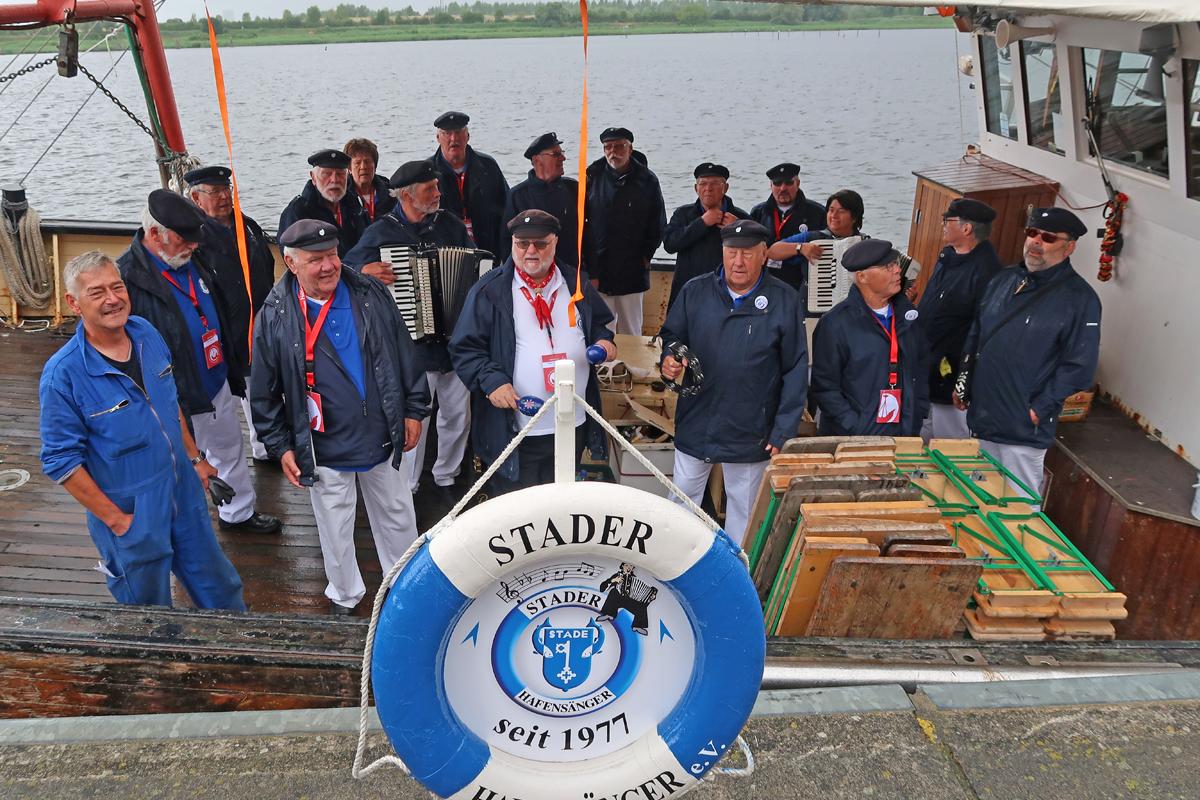"""...auf dem alten Fischkutter """"Praunus"""" aus Rostock (Institut für Fisch und Umwelt) wurden wir ganz spontan vom Kapitän eingeladen.."""
