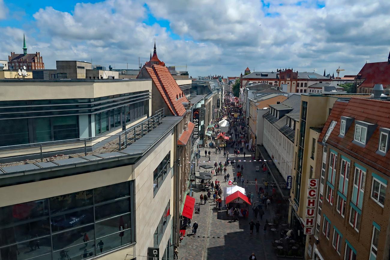 ...Blick von Kröpeliner Tor, dass erstamals 1280 urkundlich erwähnt wurde.....