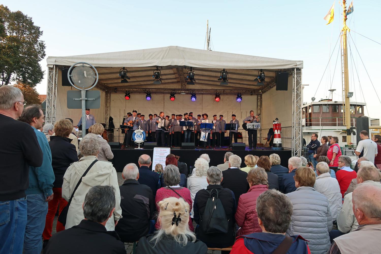 Bühne am Stadthafen