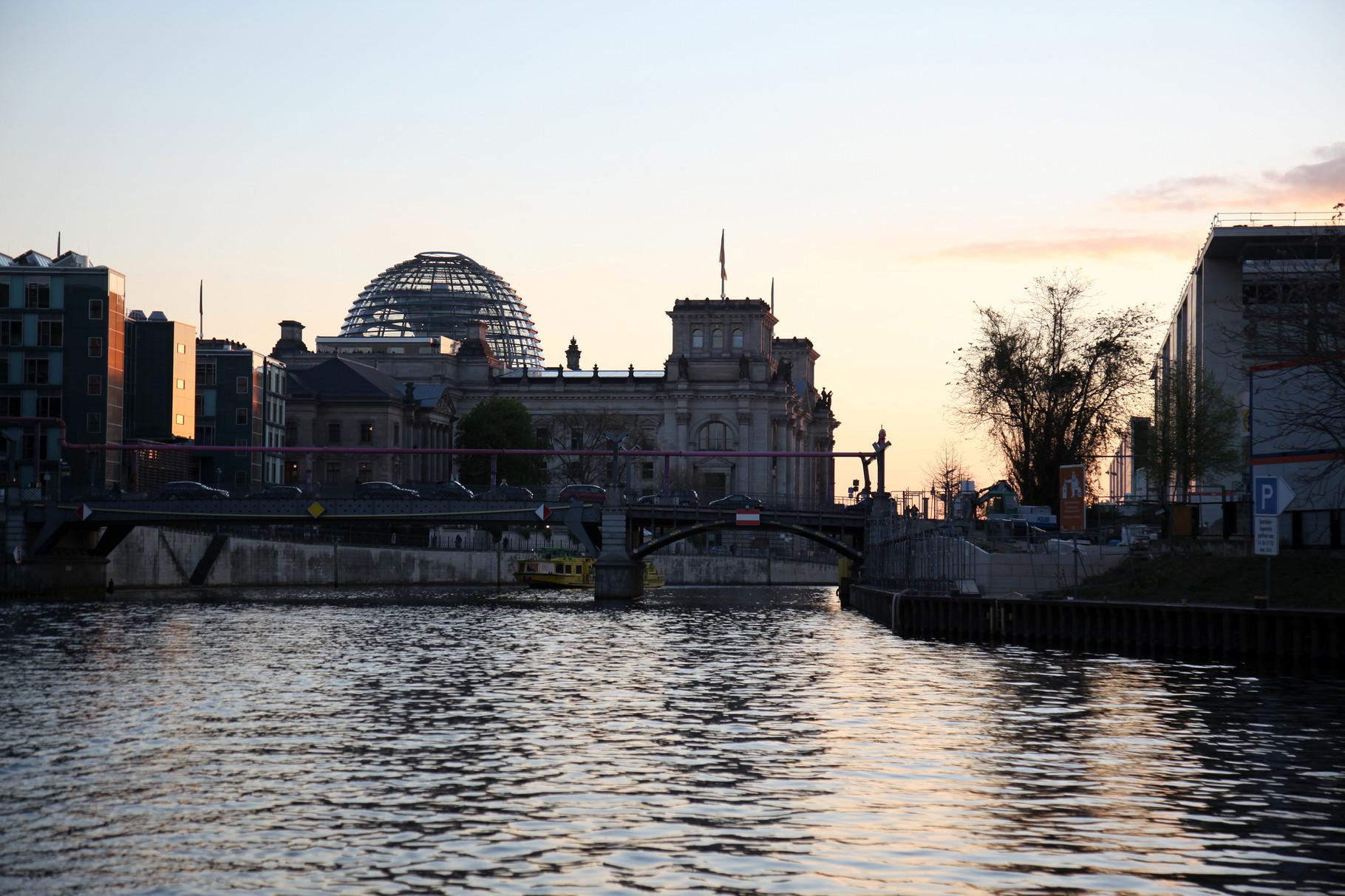 Reichstagsgebäude im Abendlicht