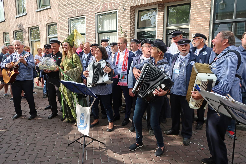 ..am Hansestand Brilon hat der Bürgermeister Dr. Christof Bartsch mitgesungen...