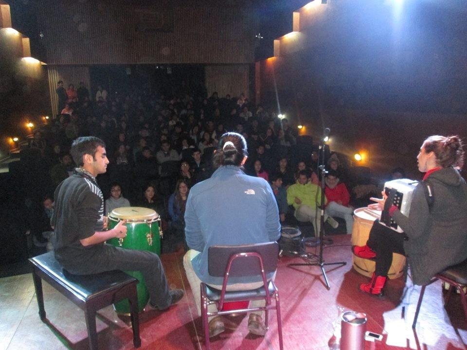 Clase de música latinoaméricana  grupo Merkén