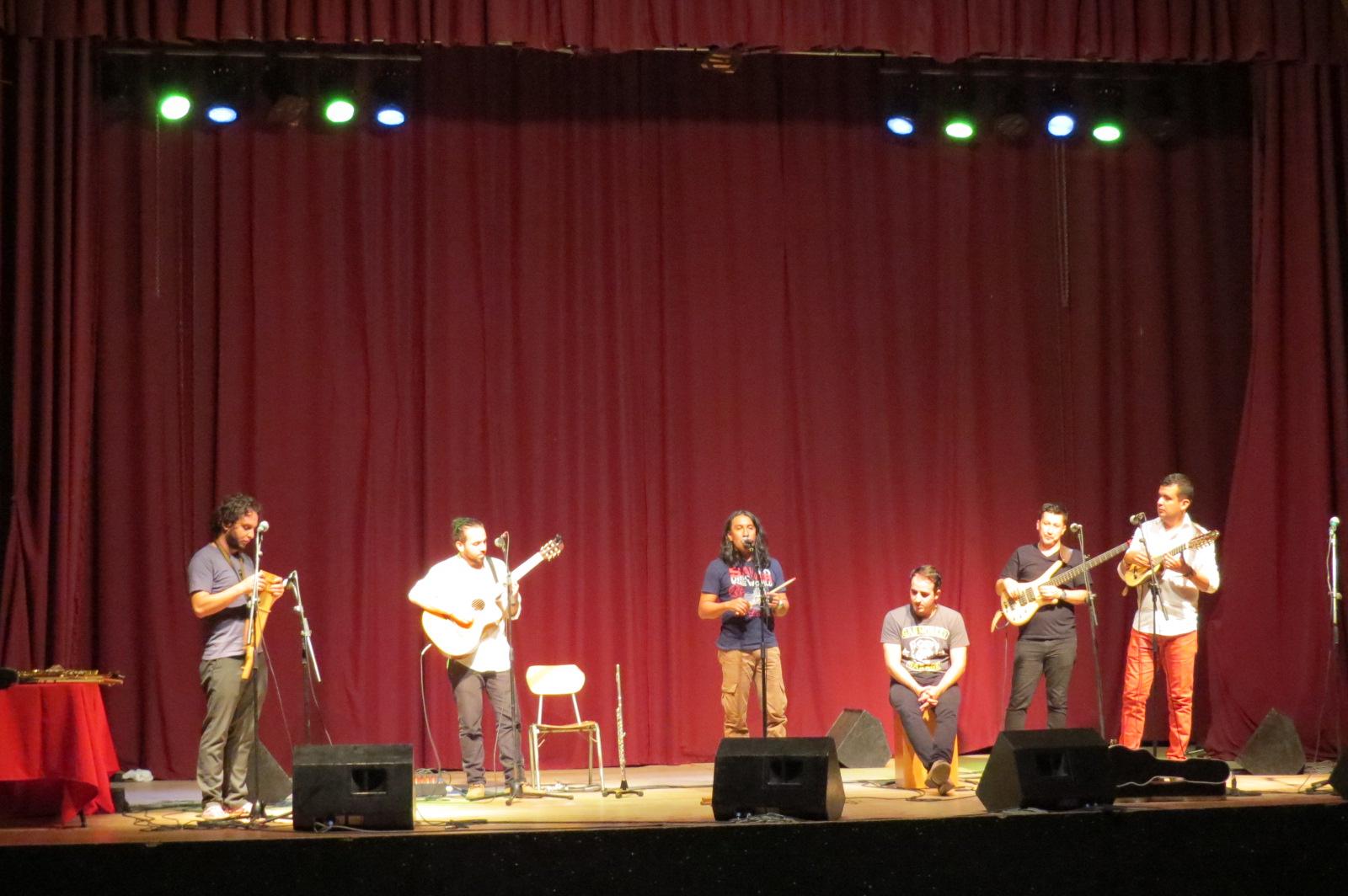 Illary de Colombia en concierto didáctico para alumnos del colegio Talacanta de Talagante