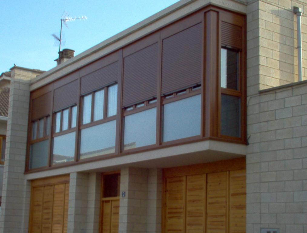 Miradores con persianas en color madera