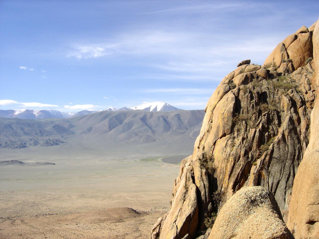 Les cimes enneigées de l'Altai