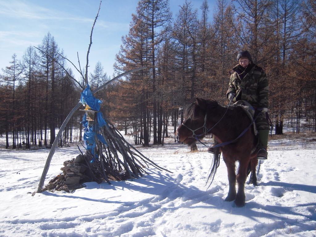 Trappeur hiver a cheval l'arrivée a un Ovo
