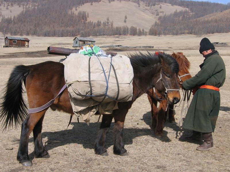 Le portage du matériel et de la nourriture