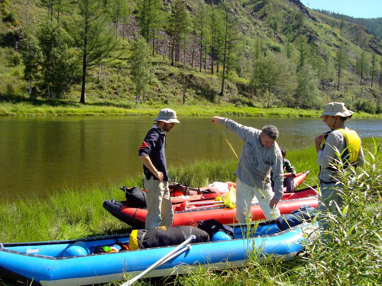 Préparatifs de descente de rivière au Khentii