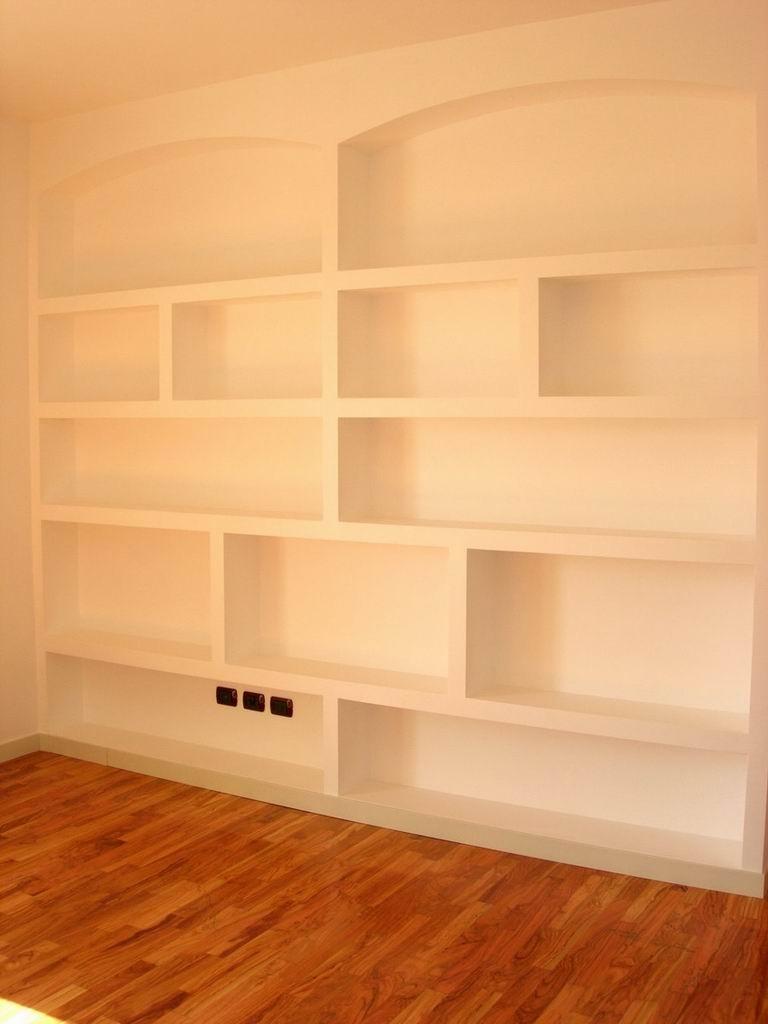 Librerie divisorie in cartongesso - Libreria dietro divano ...