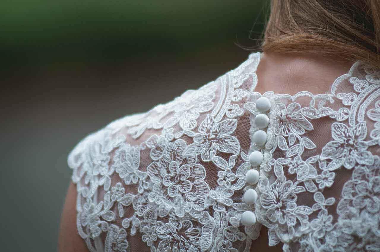 Stickerei - Hochzeitskleid