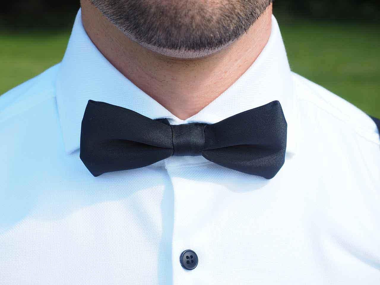 Fliege am Anzug - Dresscode Hochzeit