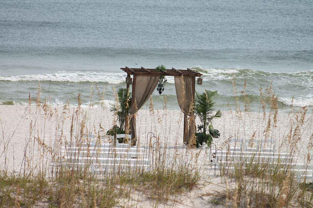 Hochzeitspavillon am Strand - heiraten im Ausland