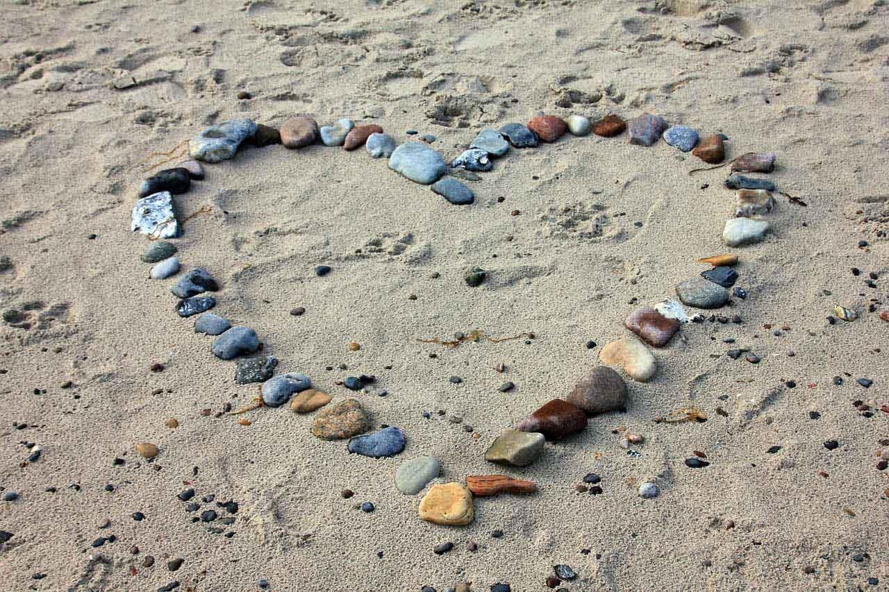 Herz im Sand - heiraten im Ausland