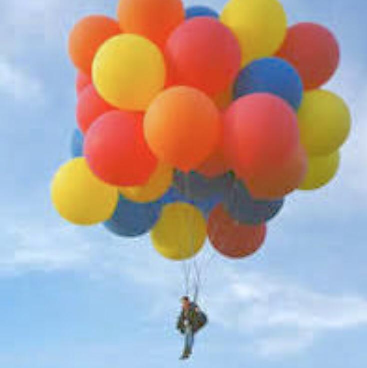 空飛ぶ風船おじさん。