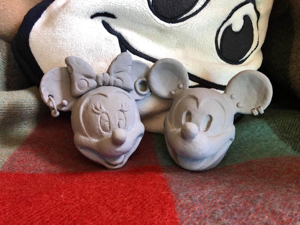 触発されて、Y NAKAJIMA さんが制作された、えがお団の(c)RAZY RATとThe Girl friend の頭部をスカルピーで作ってみる。